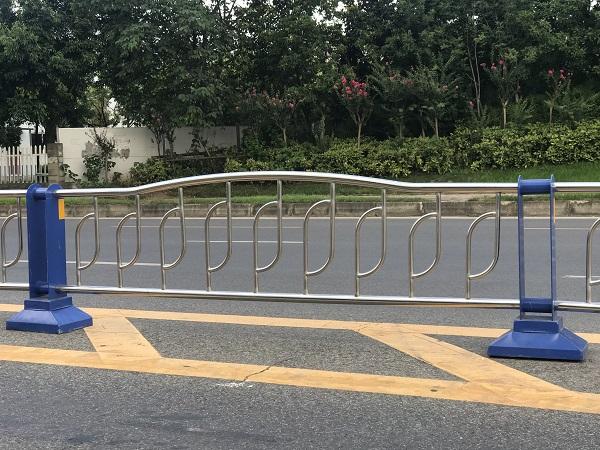 四川交通护栏厂家