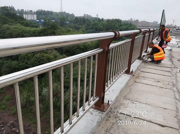 四川交通护栏施工现场展示