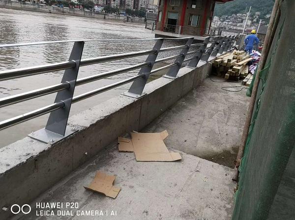 成都河道护栏施工现场