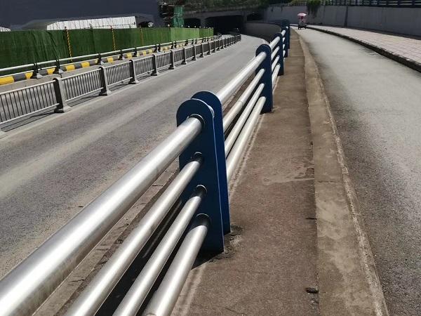 四川钢质护栏