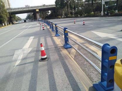 1月11日安装定制护栏