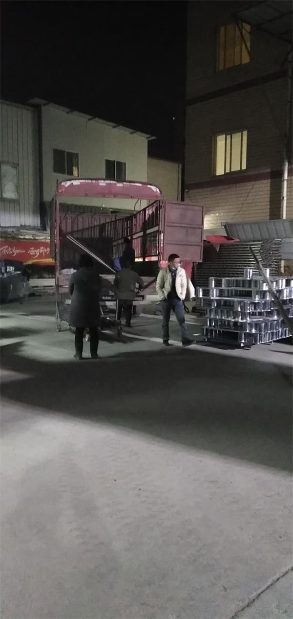 1.13日深夜发货隔离护栏