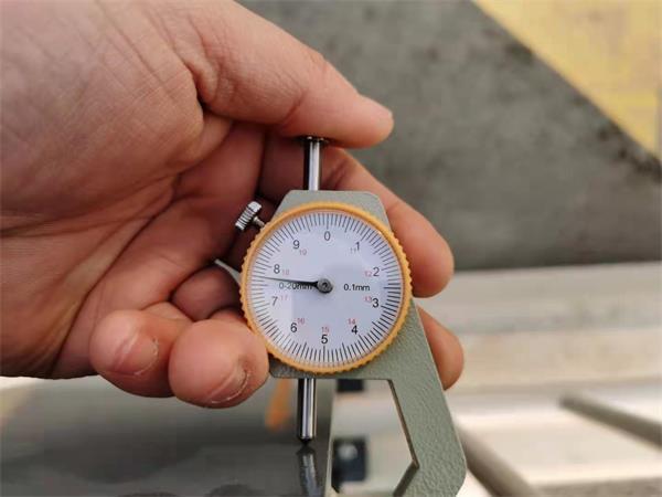 1.21日现场测量护栏规格