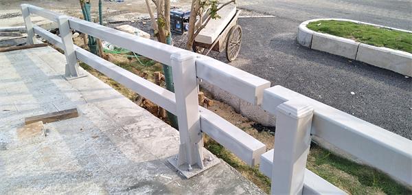 8月19日防撞护栏安装现场