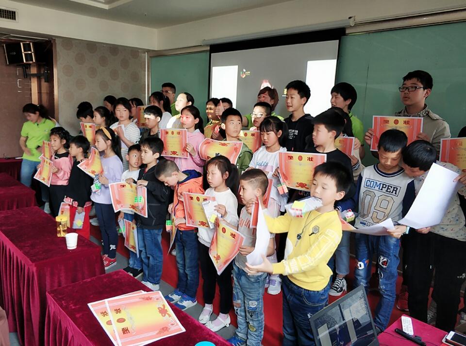 襄阳乐成快速阅读暑假班大合照