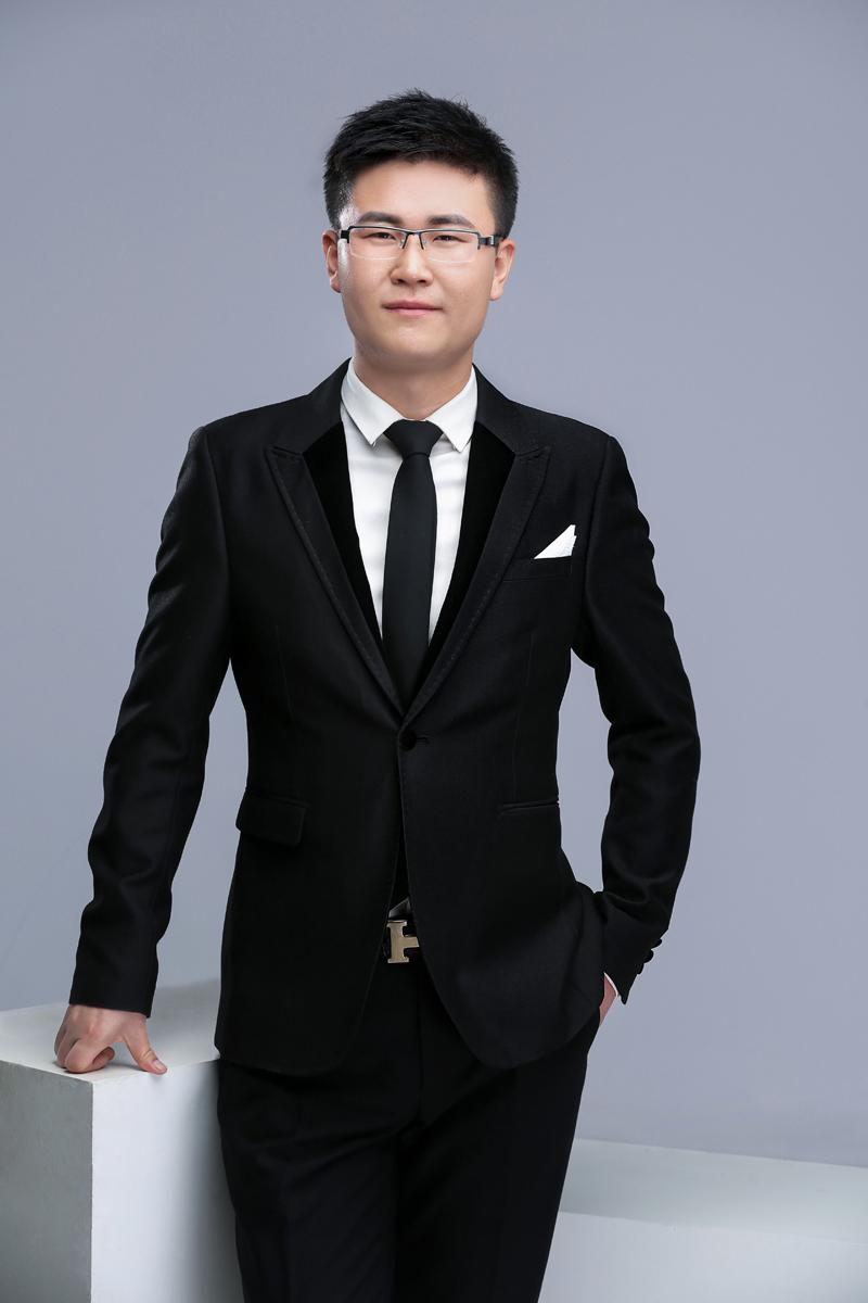 董乾乾-音乐教师