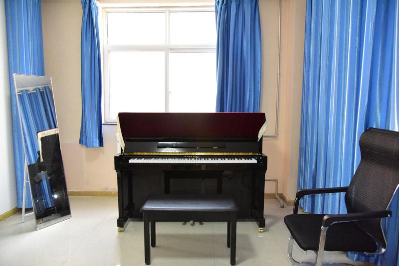 兰州名人音乐学校琴房