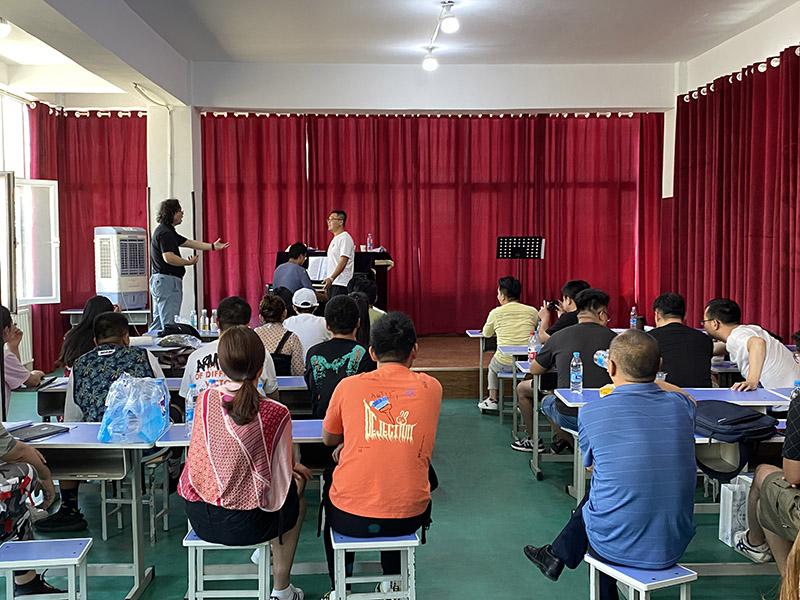 兰州名人音乐学校邀请旅美男高音歌唱家杨博先生来我校进行为期三天的教师培训