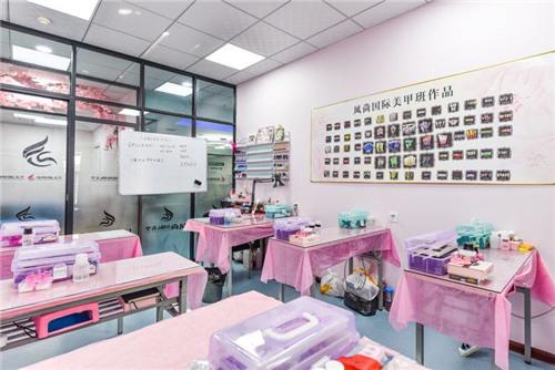 西安风尚美容品牌运营公司美甲展示房间!