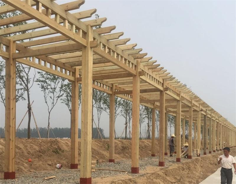 兰州防腐木廊架工程案例正在施工