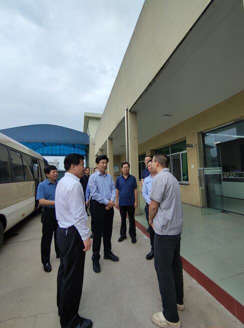 热烈欢迎咸阳市人大常委会主任张岗岭到我公司调研指导工作