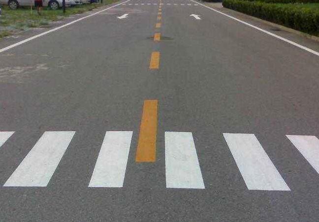 户外马路道路标线展示