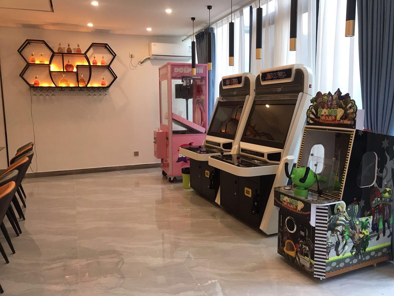 成都轰趴馆预定-游戏区:游戏机、抓娃娃机