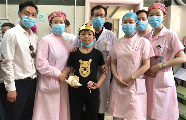 看变脸,赏国粹传统文化-------丁东杰艺术中心走进泌尿外科病房