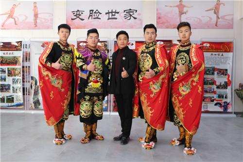 中国范儿 | 川剧变脸:喜怒哀乐一张脸