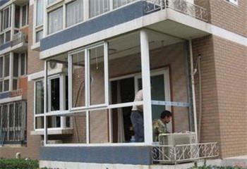 房屋阳台隔热断桥铝门窗现场施工中!
