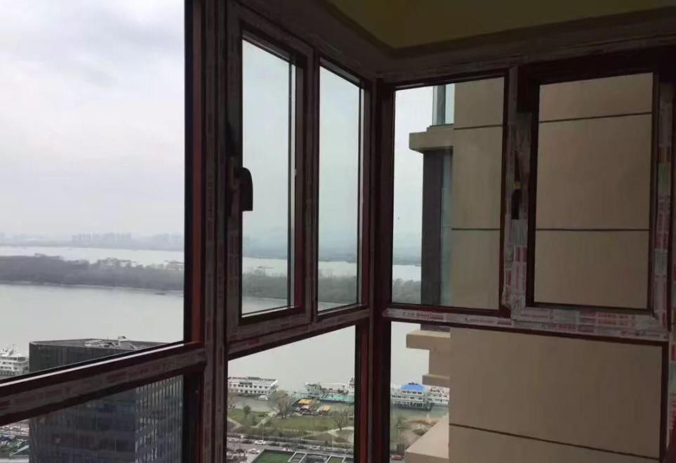 维邦铝业向你讲解隔热断桥铝门窗不隔热不保温是怎么回事?