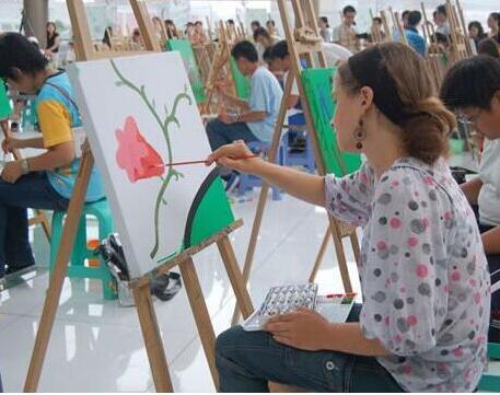 看美术高考生的家长是怎么样选择美术机构的