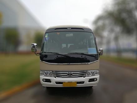 丰田柯斯达18座中巴车