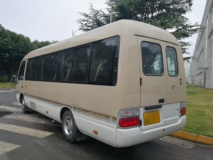 丰田中巴车12座