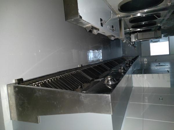 兴历亮暖通工程厨房排烟风管客户见证