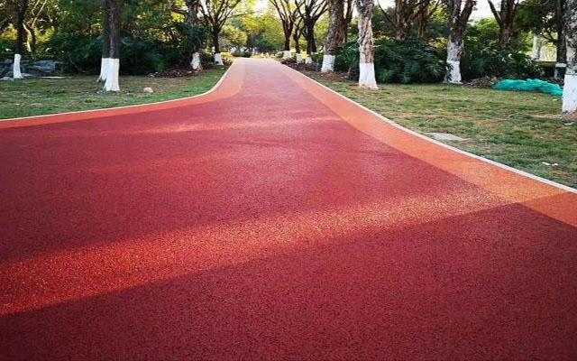 润格浅析彩色混凝土路面施工工艺效果