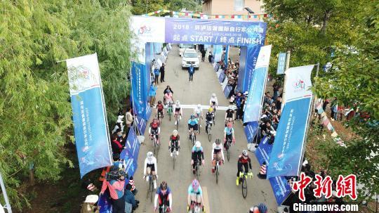 2018·环泸沽湖国际自行车公开赛。(资料图) 钟欣 摄