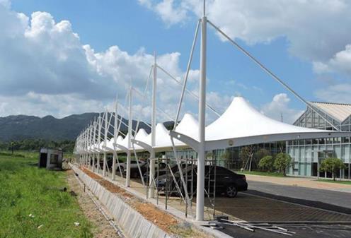 钢结构停车棚和膜结构停车棚选择哪个呢