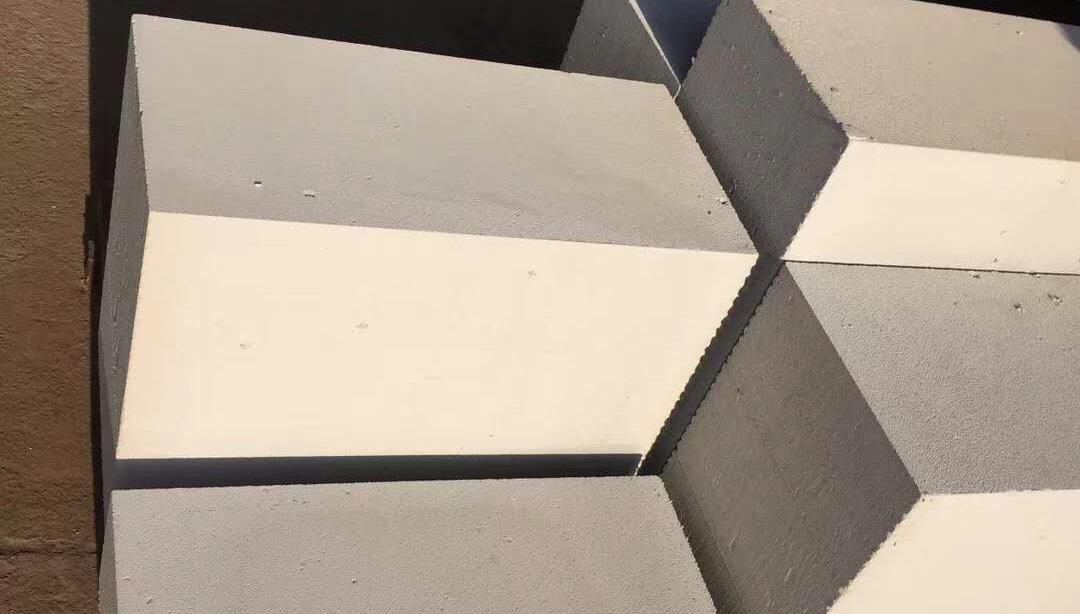 全靠成都加气砖现代的楼房才可以修的这么高