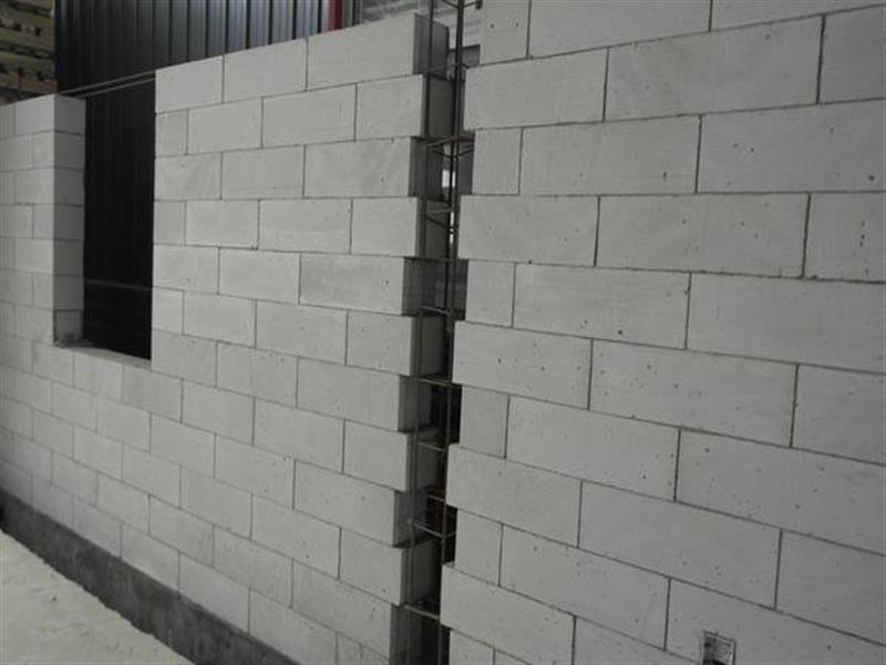 成都泡沫砖隔墙厂家