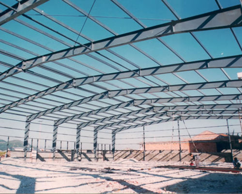 控制跨度较大的钢结构工程的精度应该怎么做?