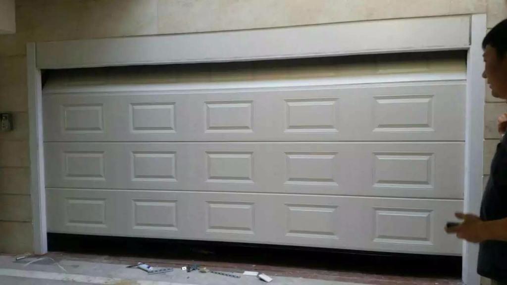 电动车库门安装