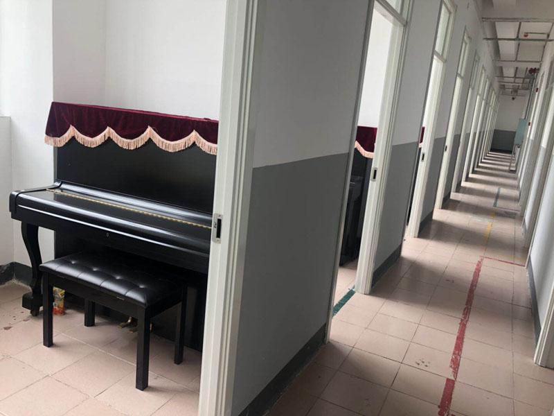 蘭州九州藝術學校琴房