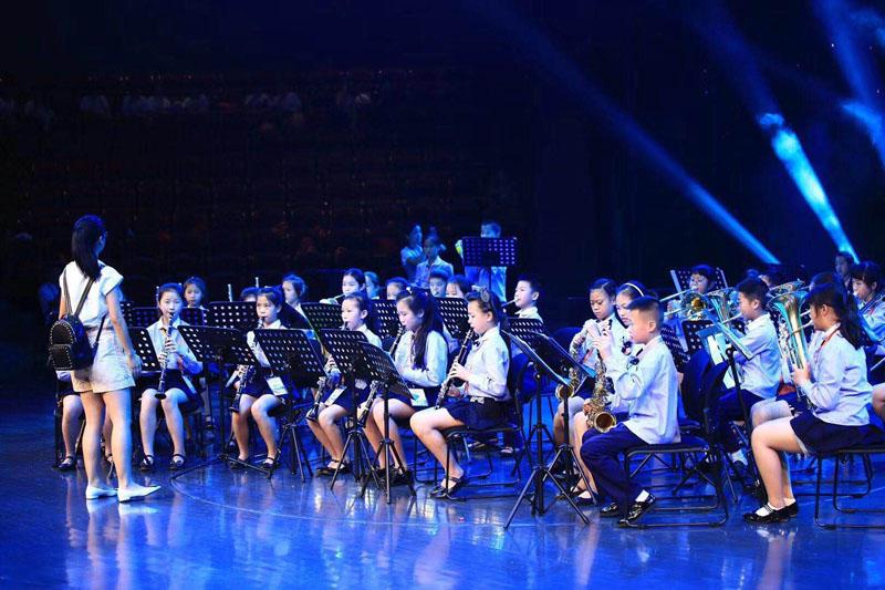 參加甘肅省青少年器樂演奏比賽,獲得二等獎