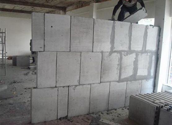 石膏砌塊隔墻施工現場