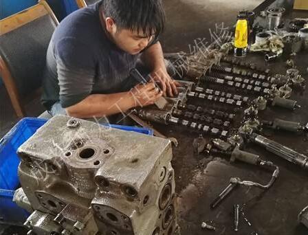 貴州挖掘機維修