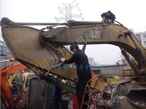 挖掘机吊臂维修