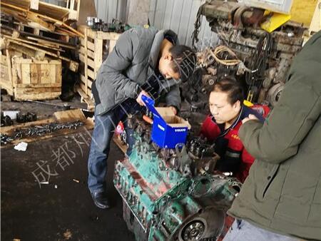 卡特挖掘機機油壓力低
