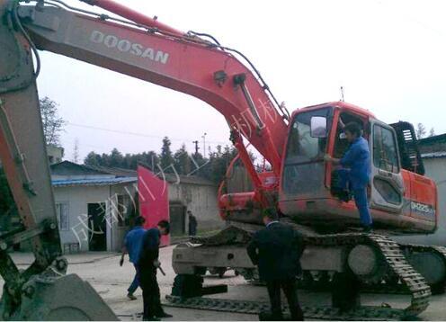 挖掘机做动作憋车