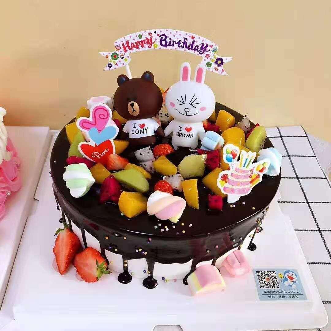 宝宝满月爬蛋糕