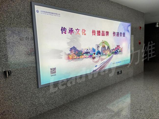 成都地铁广告灯箱