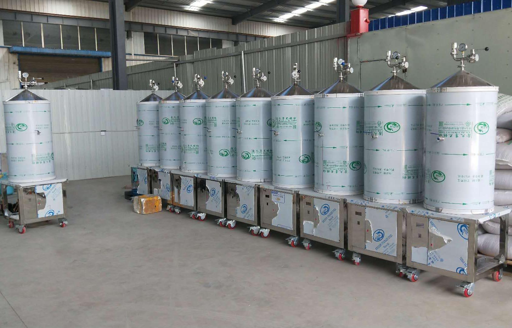 厂房内白酒自酿设备成品展示