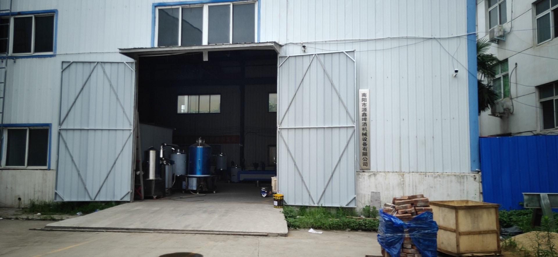 源鑫啤酒設備工廠大門展示