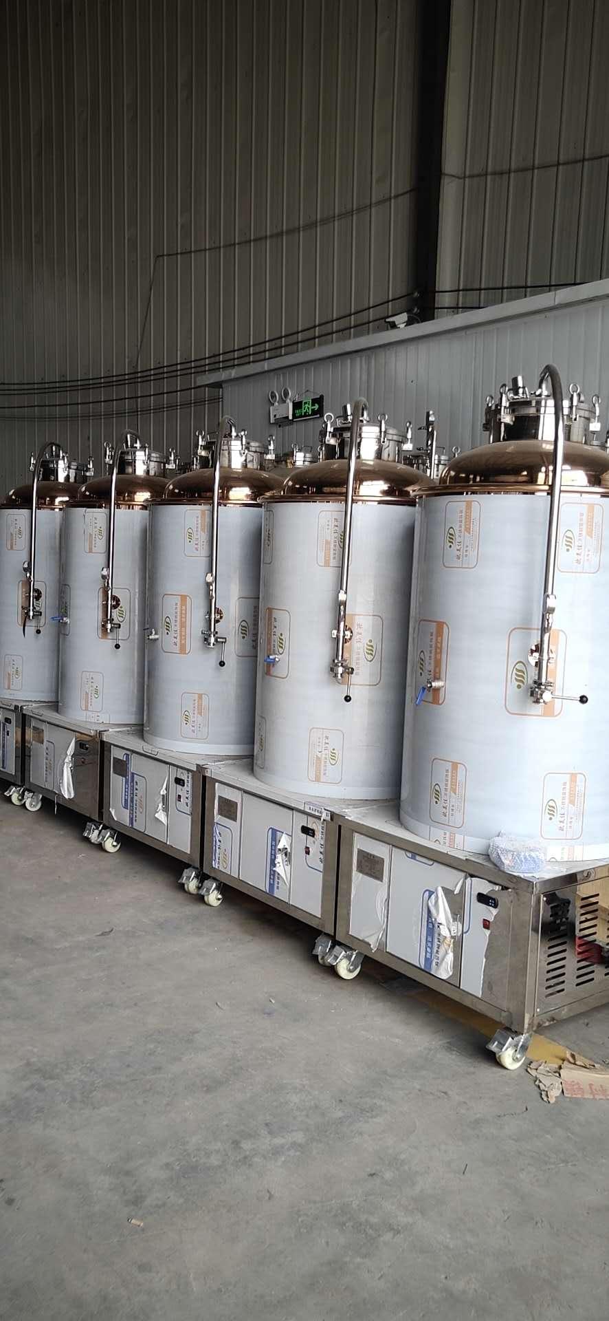 某酿酒厂家与白酒设备厂家合作