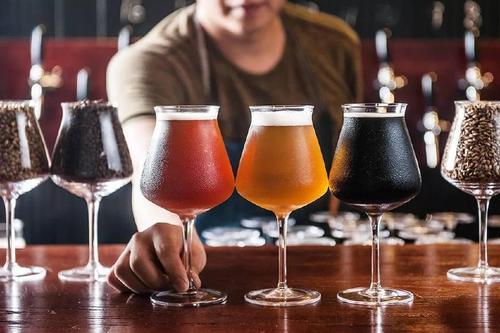 啤酒質量按酒齡算的你知道嗎?自釀啤酒設備的優點源鑫跟你講