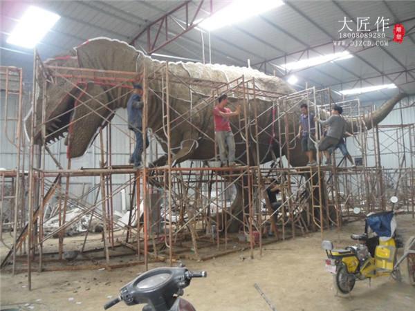 成都卡通雕塑厂现场施工