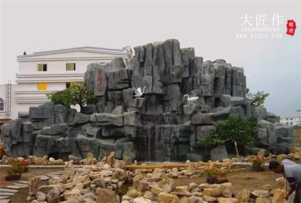 怎么防止成都塑石假山开裂?这些问题需要注意