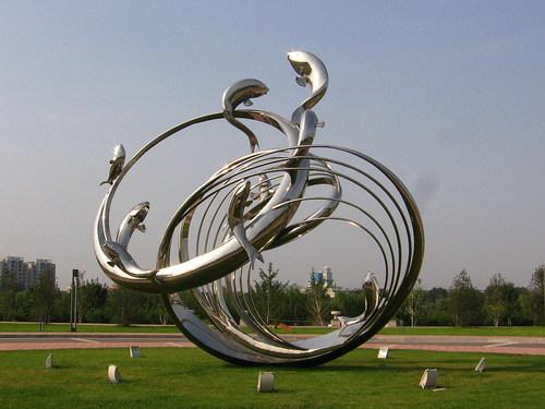 为什么广场上都喜欢放置四川不锈钢雕塑?