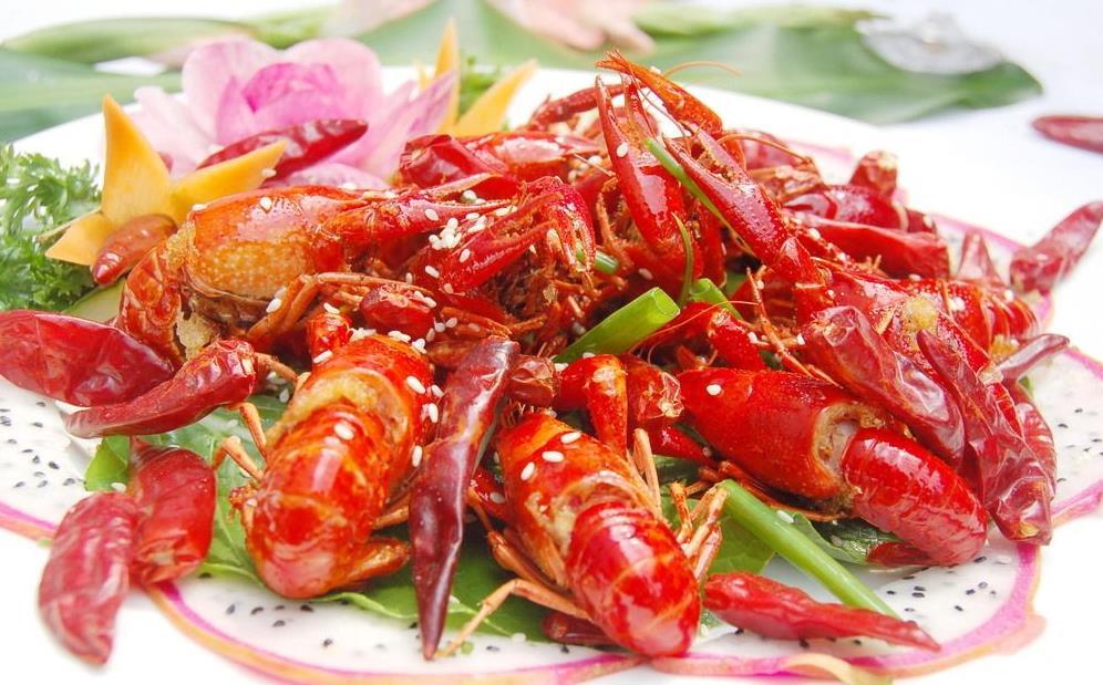一边享受美味,一边补充营养,没错,它就是小龙虾