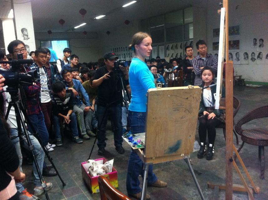 俄罗斯艺术家瓦西里耶娃给学生的示范